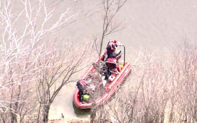 Termina el operativo de búsqueda de un estudiante que cayó al río Chicago