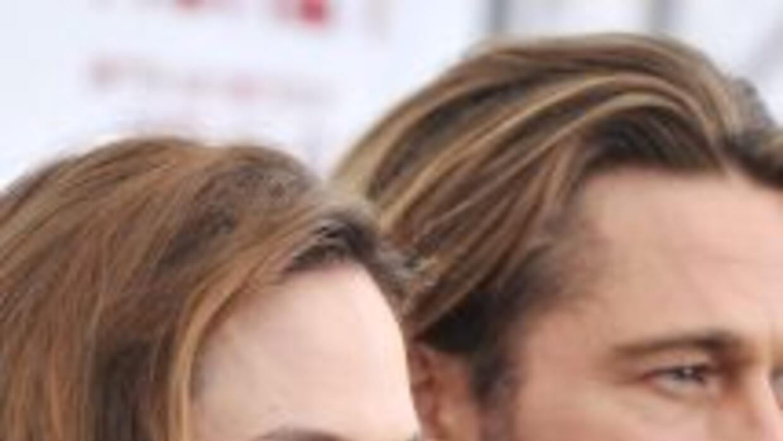 Angelina Jolie, acompañada por Brad Pitt, presentó anoche en Nueva York...