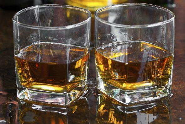 En una graduación, te verás muy elegante ofreciendo un 'Scotch'.