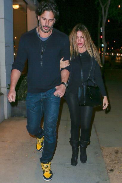 La feliz pareja iba saliendo de un conocido restaurante, ubicado en Brasil.
