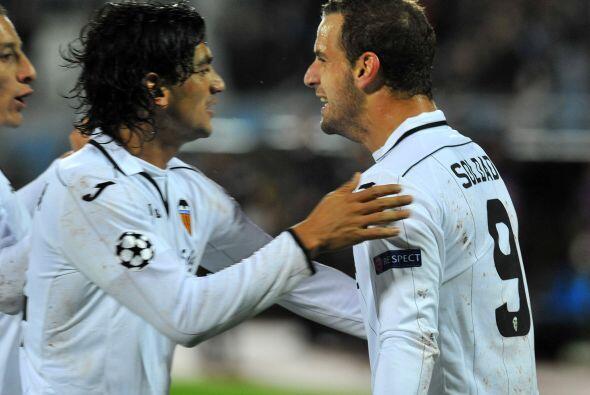 El también seleccionado español marcó un triplete y así el Valencia se i...
