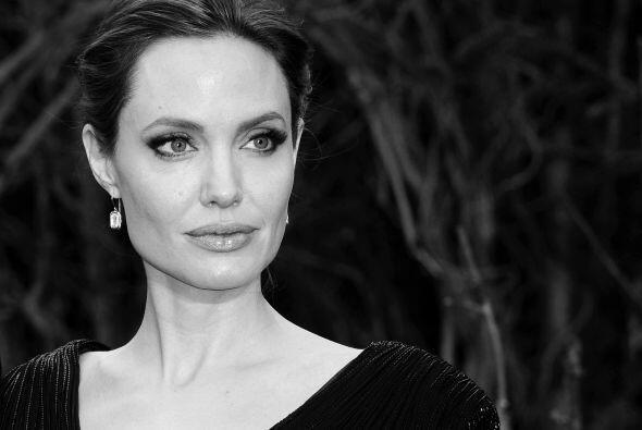 50.- ANGELINA JOLIE: Actriz estadounidense, directora de cine y guionist...