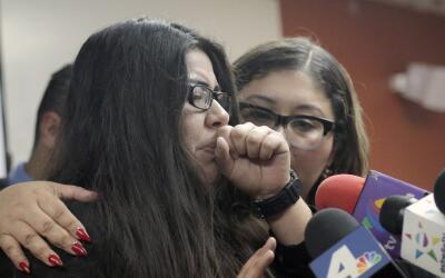 Marlene Mosqueda y la abogada Karla Navarrete en un momento de la rueda...