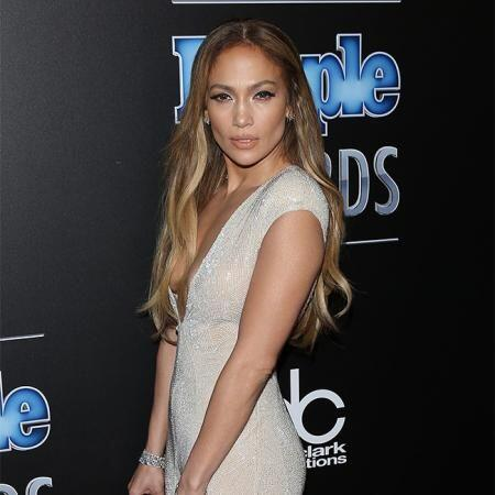 En 'The boy next door', JLo interpreta a una profesora separada que sucu...