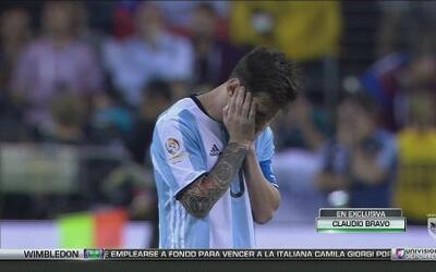 """Claudio Bravo: """"Yo le  dije a Messi que tuviera tranquilidad, que lo pen..."""