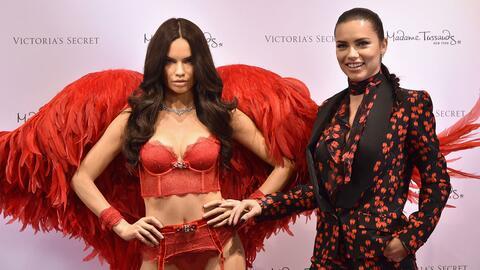 Adriana Lima devela su estatua de cera