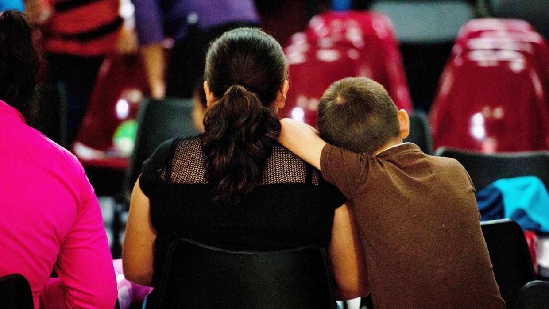 En 2014 más de 68,000 niños migrantes solos originarios de...