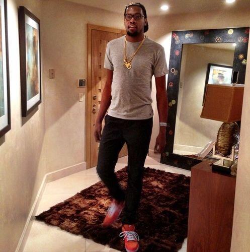 Le sigue Kevin Durant, jugador del Thunder de Oklahoma con 8,208,025 fol...