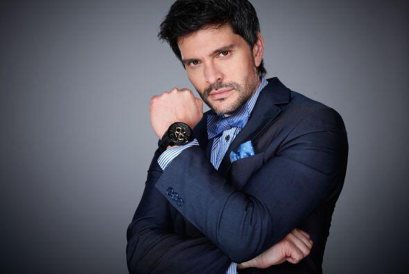 En cada telenovela en la que participa, este hombre sube la temperatura.