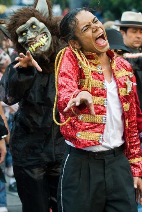 El reta era juntar al mayor número de gente para bailar la canción de Th...