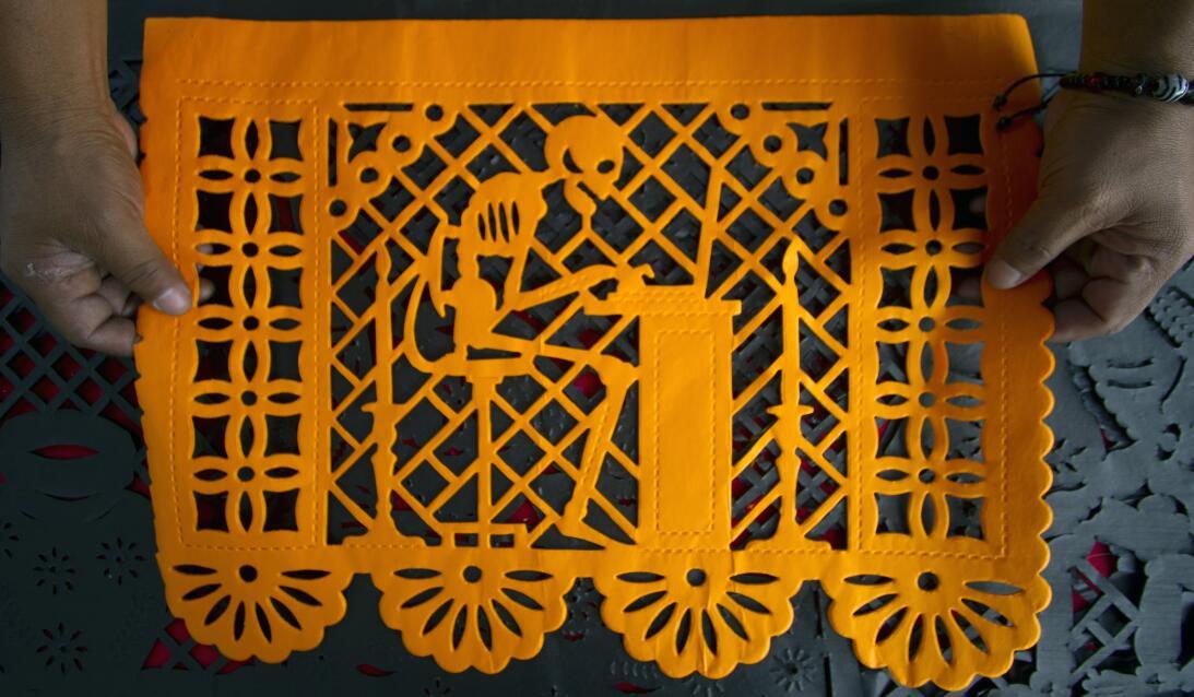 ¿Cómo hacer un altar para el Día de Muertos? GettyImages-155063988_papel...