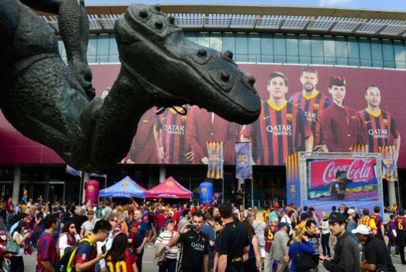 Gran ambiente en el Camp Nou antes del partido que no era solo el final...