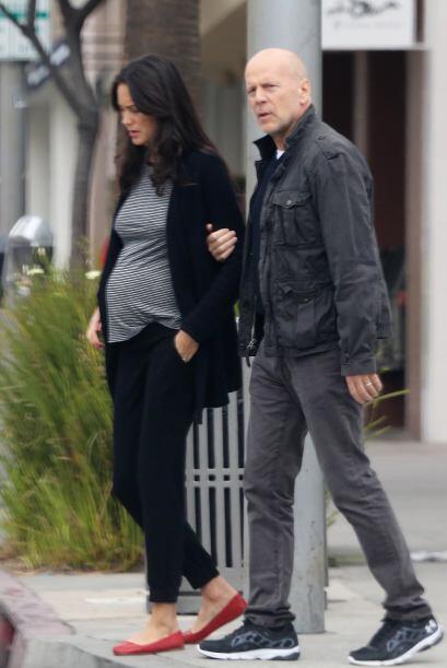 ¡Bruce Willis espera otro bebé con su joven esposa Emma Heming! Los 'tor...