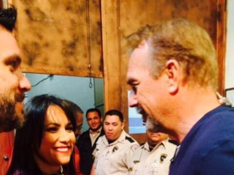 Con una sonrisa en el rostro, Kevin Costner convivió con sus fans...