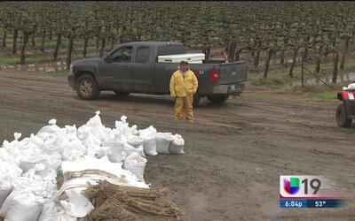 Residentes de Wilton toman medidas ante las fuertes lluvias