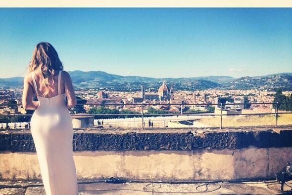 ¿Qué tal la silueta de Khloé con la ciudad de fondo? Así se despidieron...