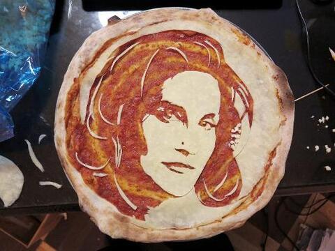 pizza Caitlyn
