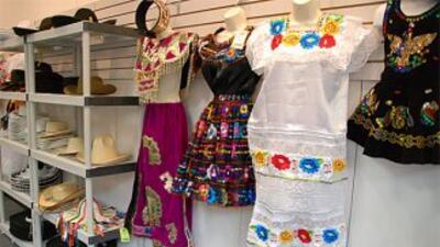 En Mariachi Connection se puede encontrar trajes típicos de todas las re...