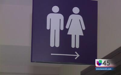 Texas va contra política de Obama sobre baños para estudiantes transgénero