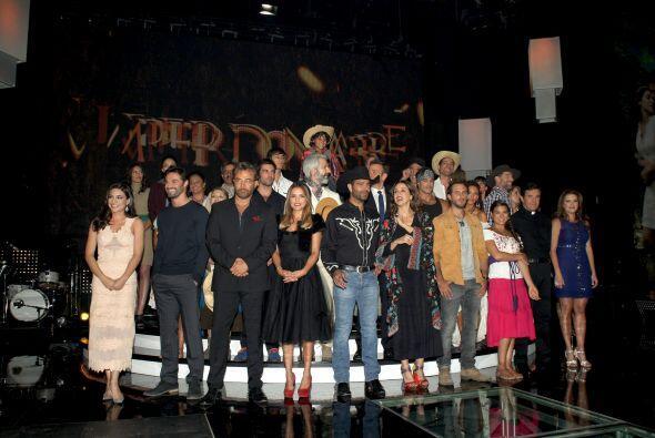 El productor Salvador Mejía presentó oficialmente al elenco estelar de s...