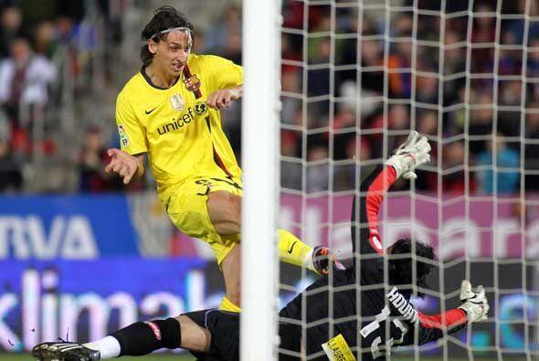 Ibrahimovic, desmarcado, se encontró un rebote y lo empujó...