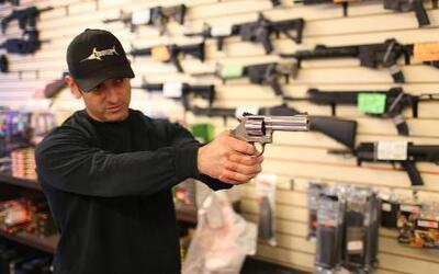 Miembros de la facultad podrán portar armas en escuelas con un permiso