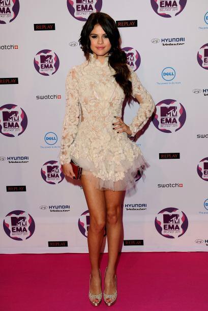 Alguien dígale a Selena Gomez ¡que no nos engaña! y por más que trate de...