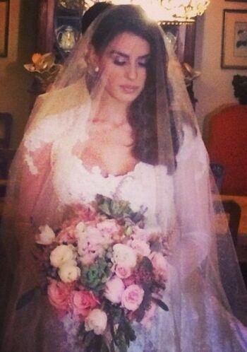 ¡Felicidades! Una novia hermosa que se merece un futuro extraordinario.