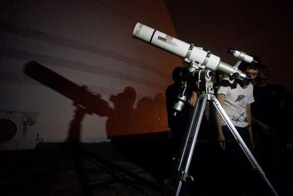 Para los que buscan datos más exactos la hora que comienza el eclipse es...