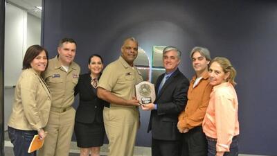 Reconocen integrantes de las fuerzas navales de EEUU al equipo de Notici...