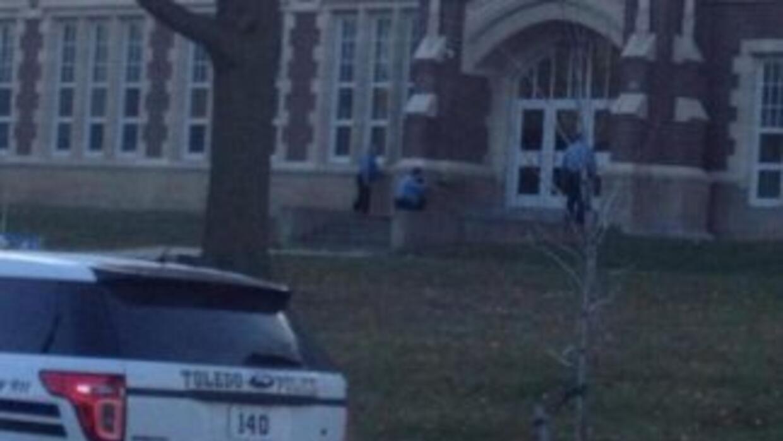 La escuela permaneció cerrada en lo que el joven armado fue detenido. (F...
