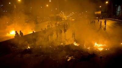 Venezuela no durmió anoche entre gases y disparos