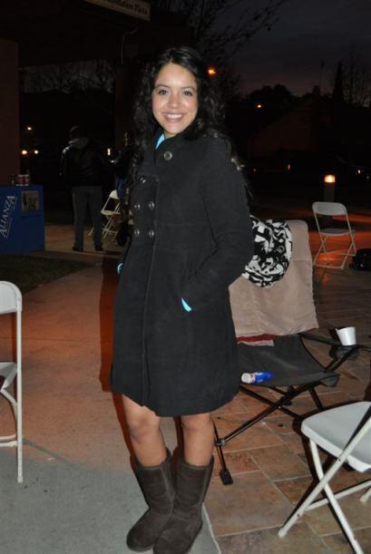 Una de las valientes que amaneció afuera del National Hispanic Un...