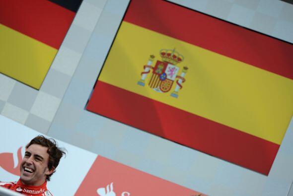 Alonso no podía ocultar su felicidad y es que después de e...