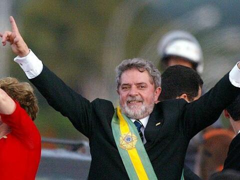 El traje que llevó el presidente brasileño, Luis Inacio Lula da Silva, e...