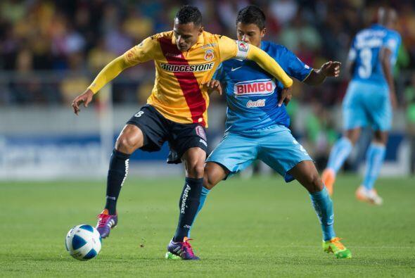 Aldo Leao Ramírez procuró generar el ataque de la Monarqu&...