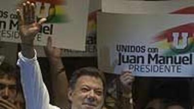 """""""Yo no soy Uribe y tengo mi estilo de gobernar"""": candidato colombiano Ju..."""