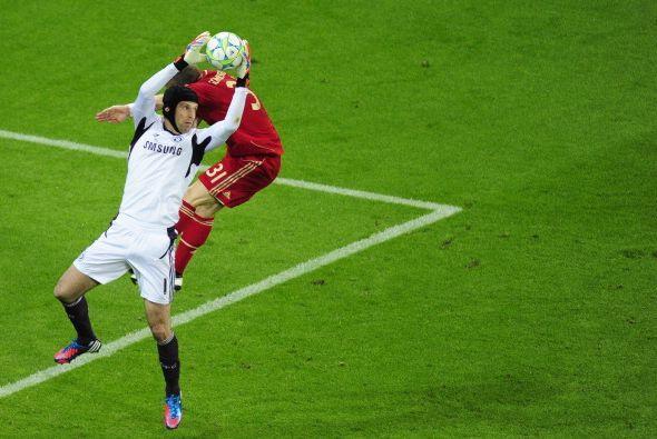 Bayern al ataque, Chelsea defendiendo y Peter Cech convertido en figura.