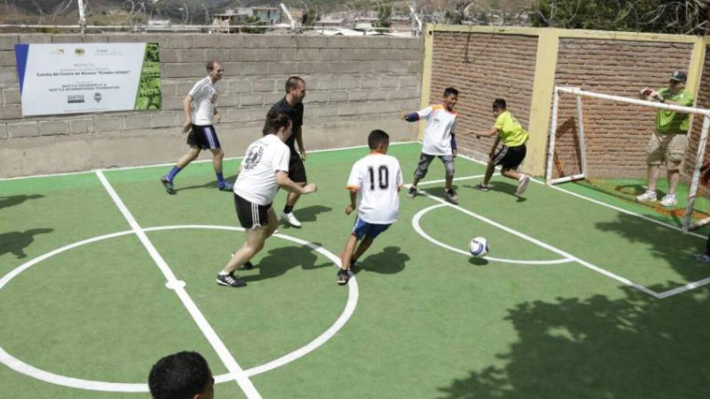 Sounders obsequió cancha para niños de bajos recursos en Tegucigalpa