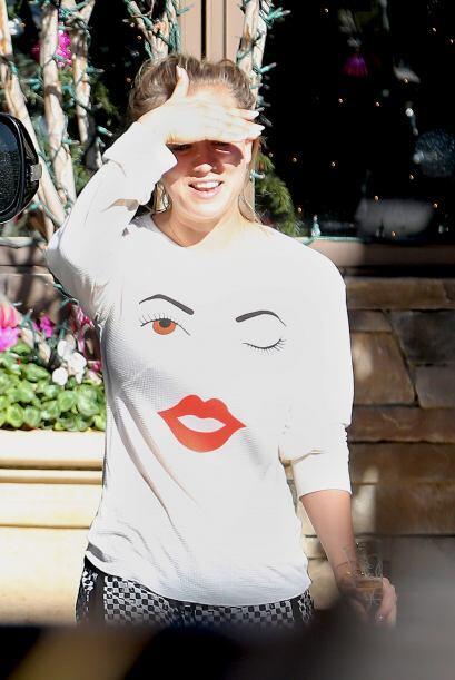Kaley Cuoco también se unió a las fachosas con esa camiseta estampada.