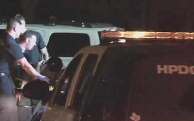 Buscan a sospechoso de balear a un hombre por robarle el auto