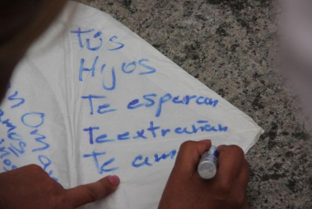 Algunas madres escribieron mensajes sobre globos de Cantoya en los que p...
