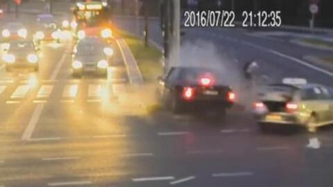 Ciclista con mucha suerte se salva por poco de morir atropellado