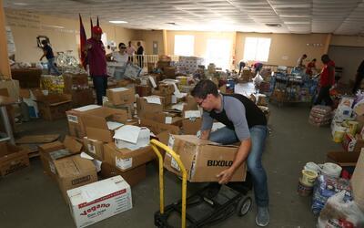 Centro de acopio en Puerto Rico para damnificados del huracán Mat...
