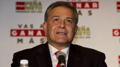 """El general colombiano""""scar Naranjo."""