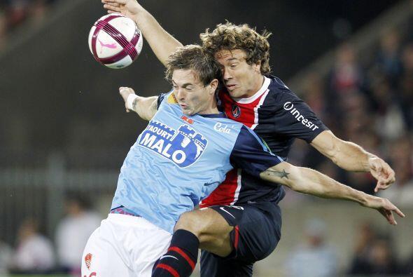 Y hablando del PSG, el uruguayo Diego Lugano debutó con el club g...