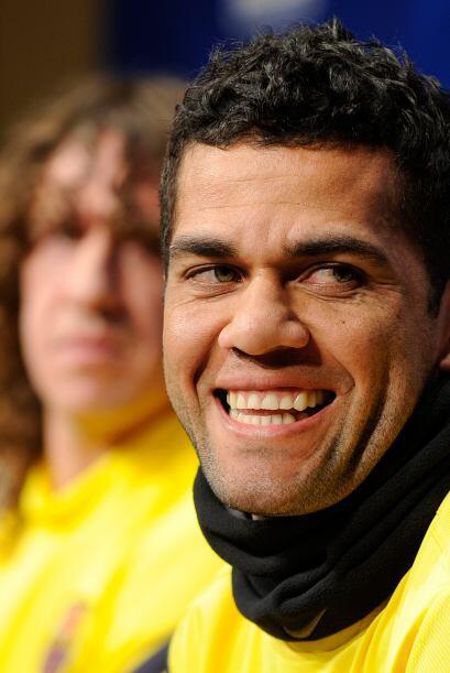 Dani Alves estaba de lo más contento ante cada cuestionamiento de...