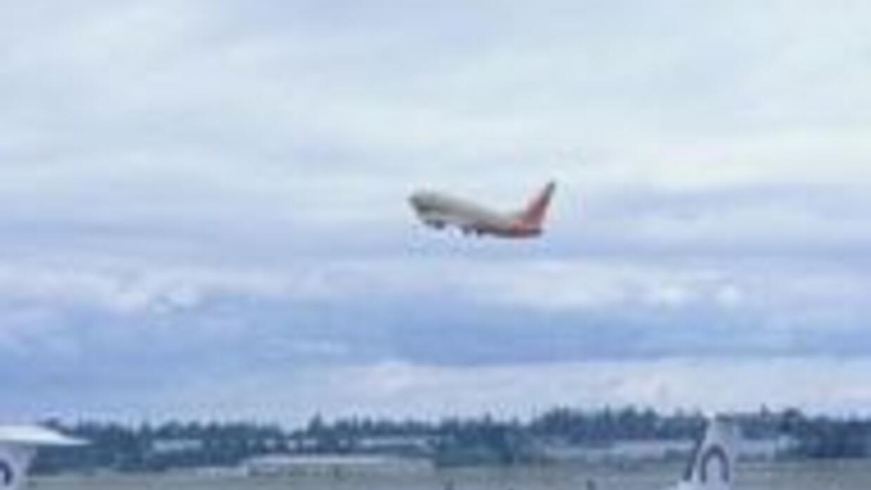 Aeropuerto de California recupera normalidad tras alerta por explosivos...