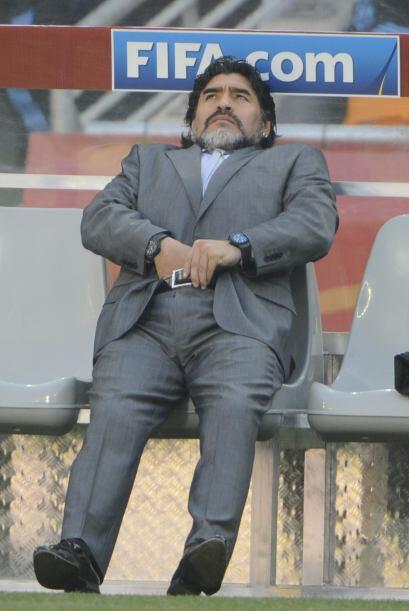 Los fotógrafos siguieron a Maradona en todo momento, incluso en este en...