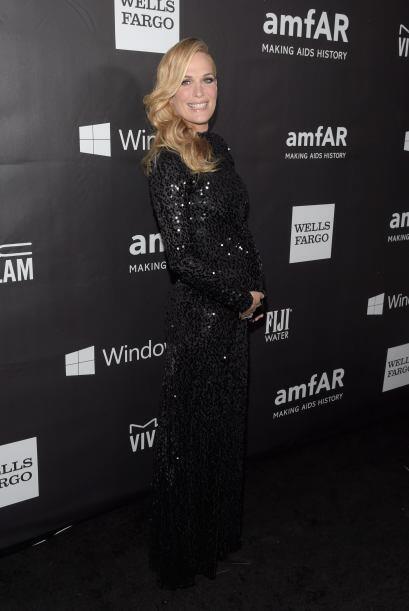 Molly Sims lució espectacular con ese vestido negro, y además nos presum...